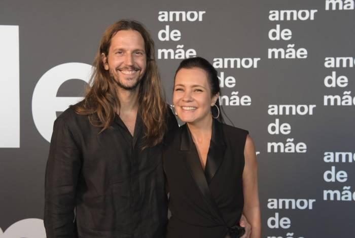 Vladimir Brichta e Adriana Esteves na festa de lançamento de 'Amor de Mãe'