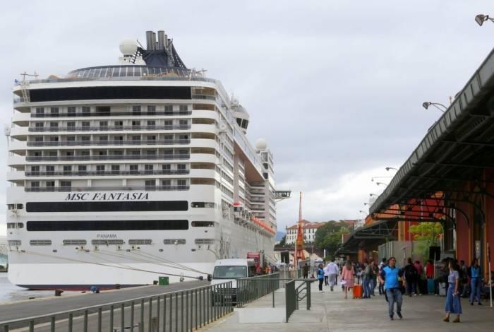MSC Fantasia atracado no Pier Mauá, no Rio de Janeiro