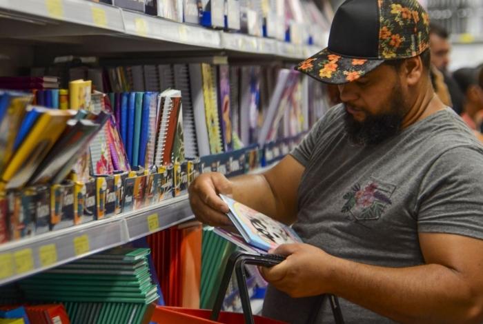 Veja dicas para economizar na hora de comprar material escolar