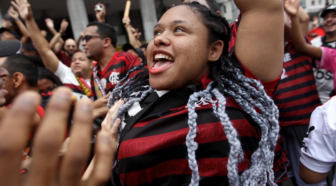 Rio de Janeiro 24/11/2019 - Torcida do Flamengo faz festa na centro doRio a espera dos jogadores. Foto: Luciano Belford/Agencia O Dia