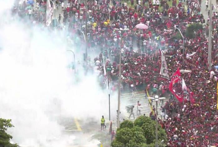 Confusão no final da festa de comemoração ao título do Flamengo na Libertadores