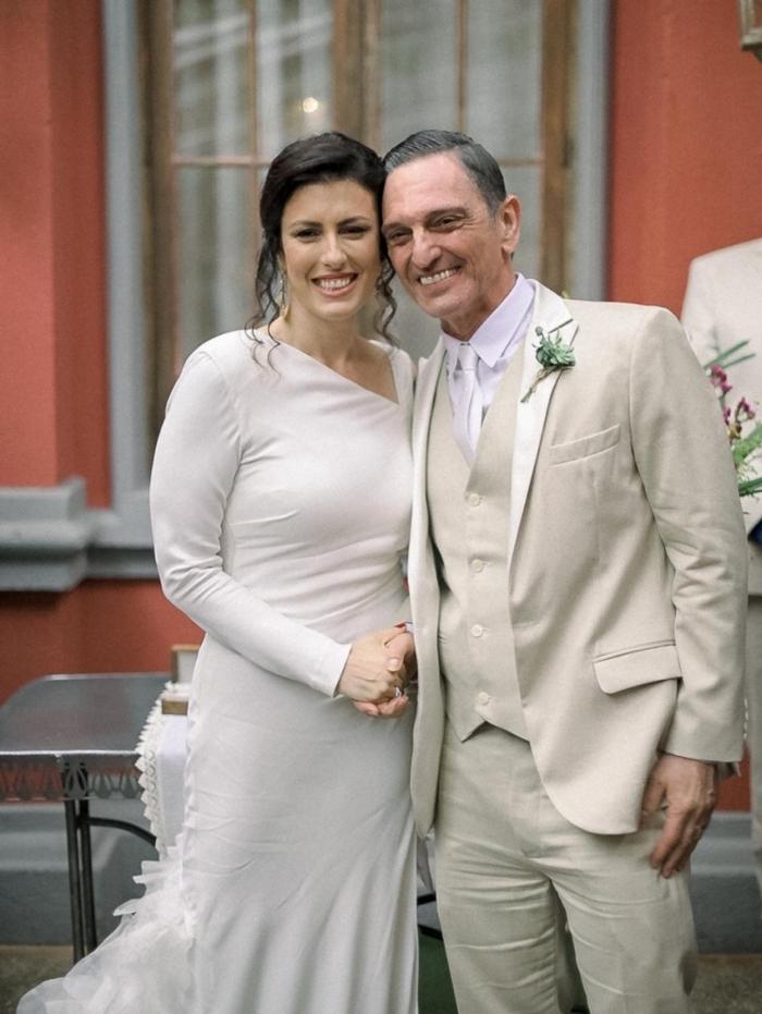 O músico e ator Paulo Miklos e a produtora Renata Galvão se casam