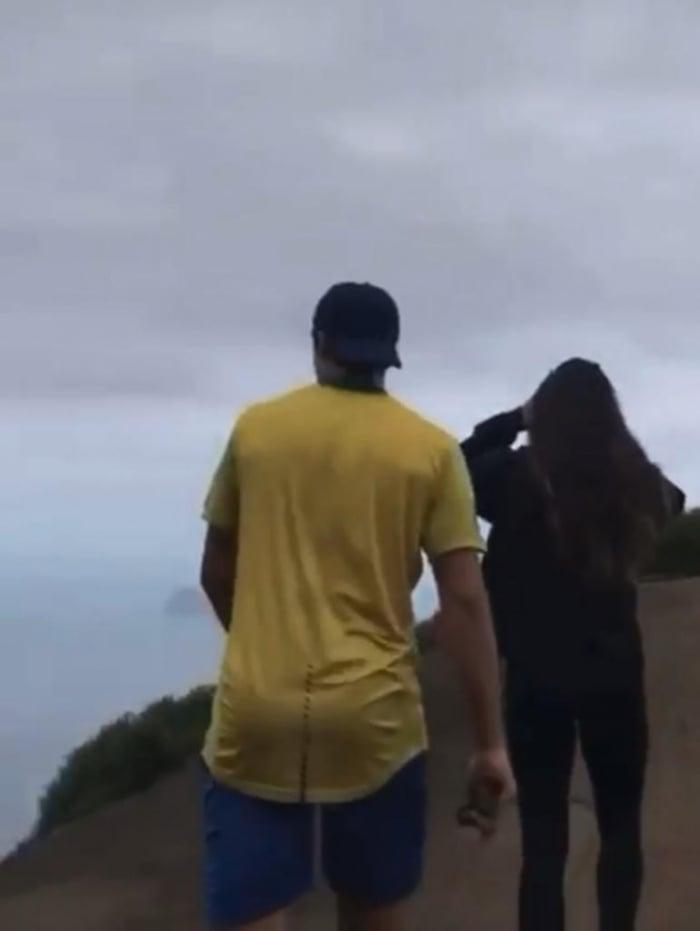 Juliana Paiva e Nicolas Prattes em trilha