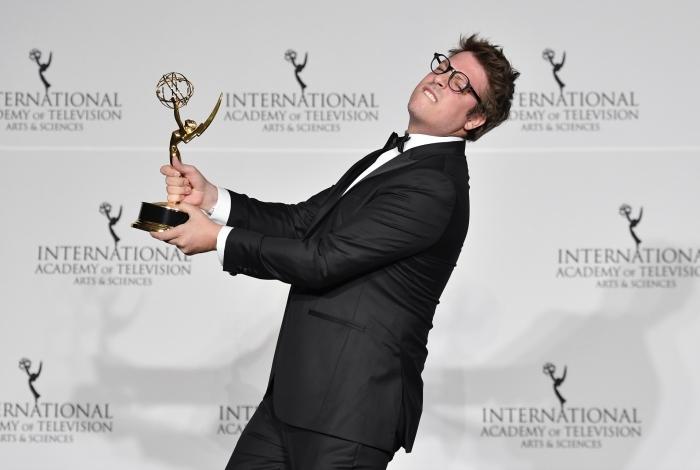 Fabio Porchat com o Emmy