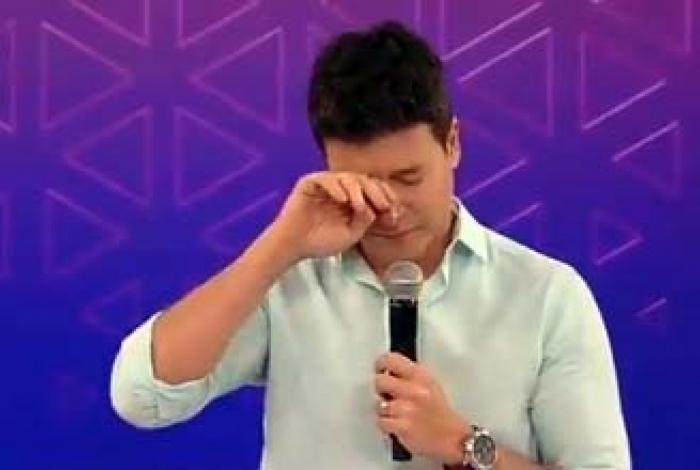 Rodrigo Faro durante homenagem ao apresentador Gudu Liberato
