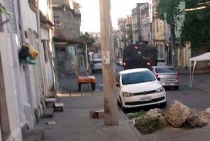 A operação acontece nas comunidades da Chatuba e Vila Cruzeiro