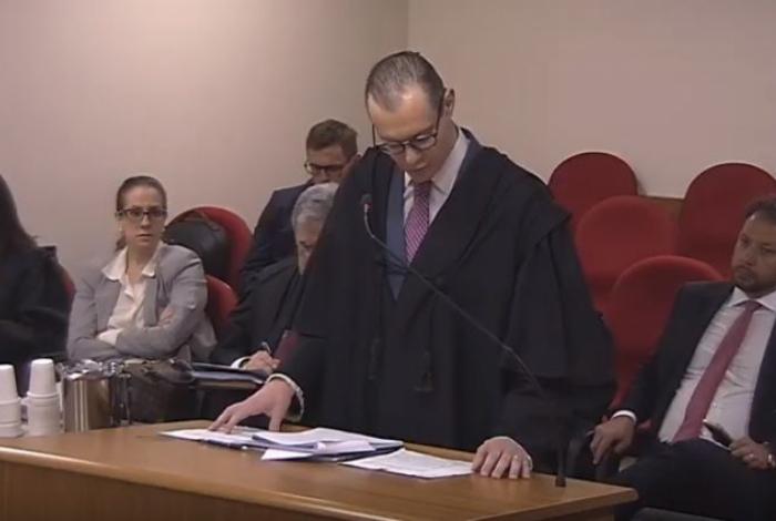 Advogado Cristiano Zanin faz sustentação oral, representando Lula
