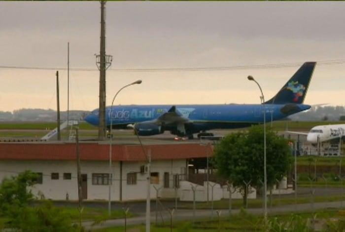 Corpo de Gugu Liberato chegou ao Aeroporto Internacional de Viracopos, em Campinas, por volta das 6h desta quinta-feira