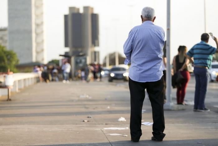 A expectativa de vida ao nascer no Brasil subiu para 76,3 anos em 2018, diz IBGE