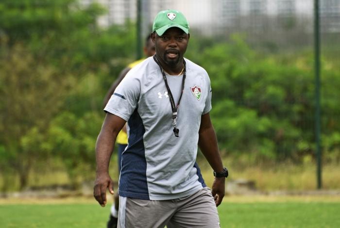 Técnico Marcão no treino do Fluminense