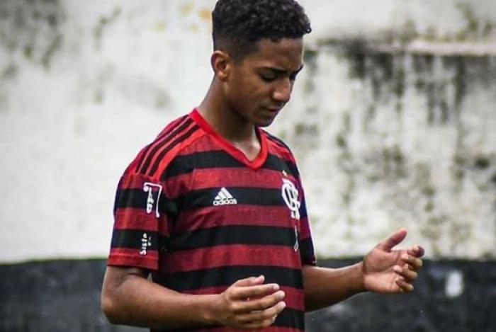 Arthur no dia da estreia com a camisa do Flamengo