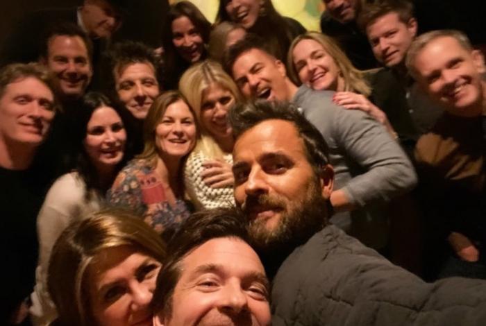 Jennifer Aniston passa Dia de Ação de Graças ao lado do ex-marido e amigos famosos