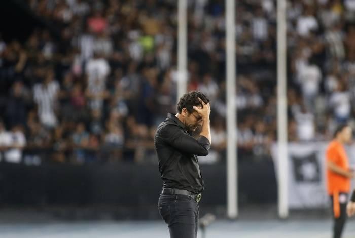 Alberto Valentim lamenta a falha de Gatito e a derrota em casa