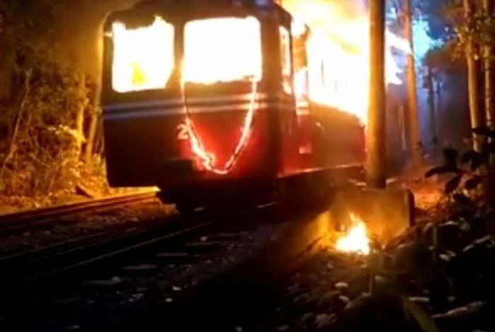 Trenzinho do Corcovado pega fogo