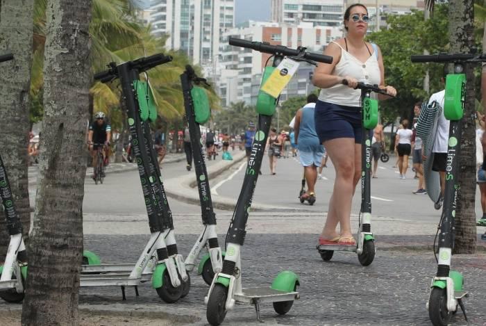 Aulão de patinete agita Copacabana neste domingo