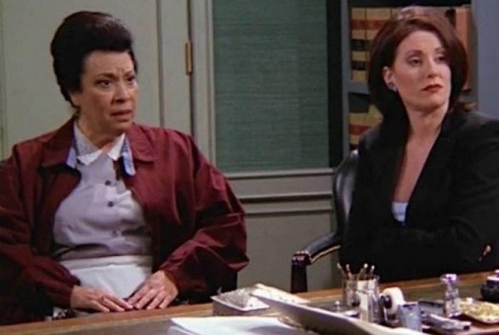 Shelley Morrison (à esquerda) ficou conhecida por interpretar a memorável Rosario Salazar na série Will & Grace