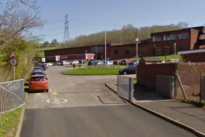 Ysgol Bryn Castell, em Bryncethin, que tem 147 alunos, foi fechada durante esta segunda-feira, para investigações policiais