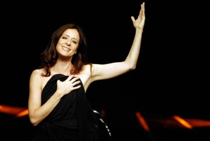 A atriz Clarice Niskier domina a plateia com o espetáculo