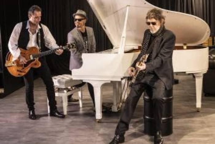 Branco, Britto e Tony compõe o Titãs