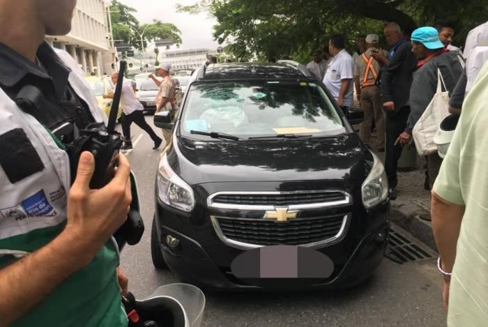 Homem foi preso na saída do Santos Dumont por tentativa de roubo de moto e carro