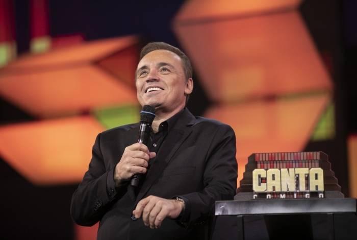 Gugu Liberato no comando do 'Canta Comigo', com finalistas da segunda temporada