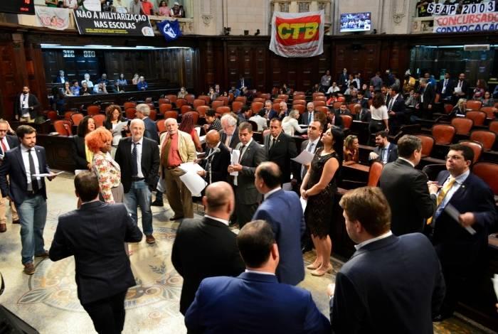 Votação na Alerj foi adiada por número insuficiente de deputados