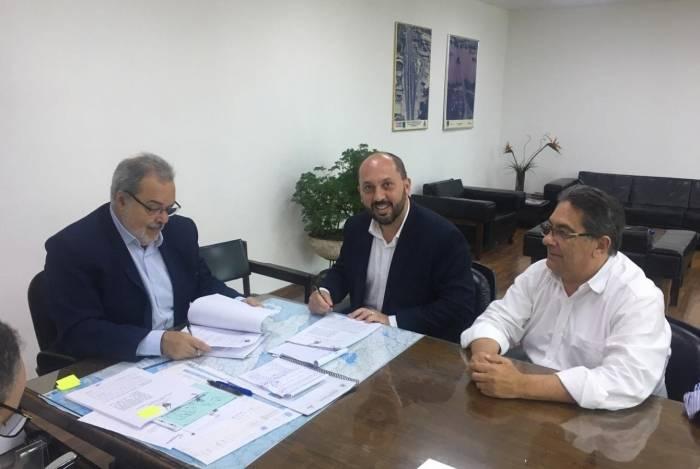 Secretário municipal do Gabinete de Estratégia Governamental, Nelson Gonçalves e pelo vice-prefeito, Maycon Abrantes foram até a sede do DER-RJ