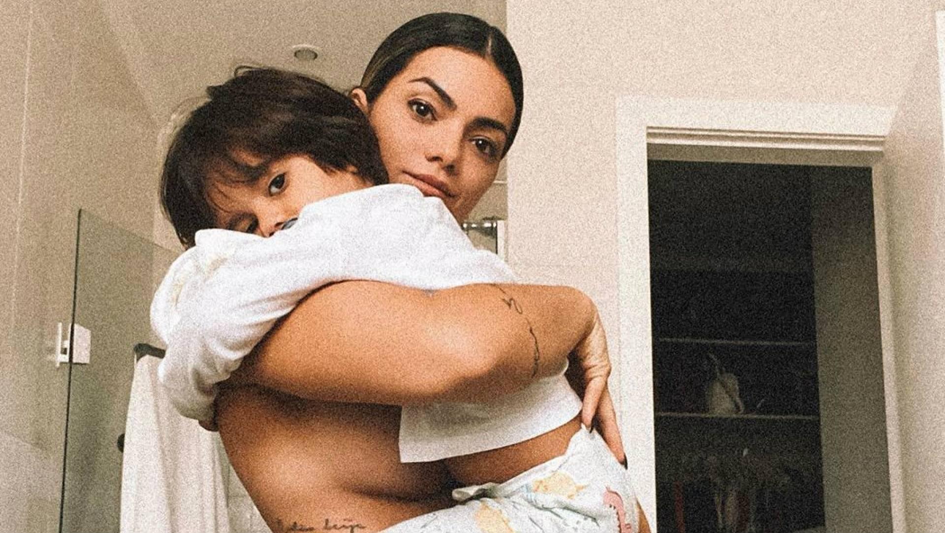 Fotos De Camila Pitanga Nua kelly key compartilha foto nua com filho caçula no colo e