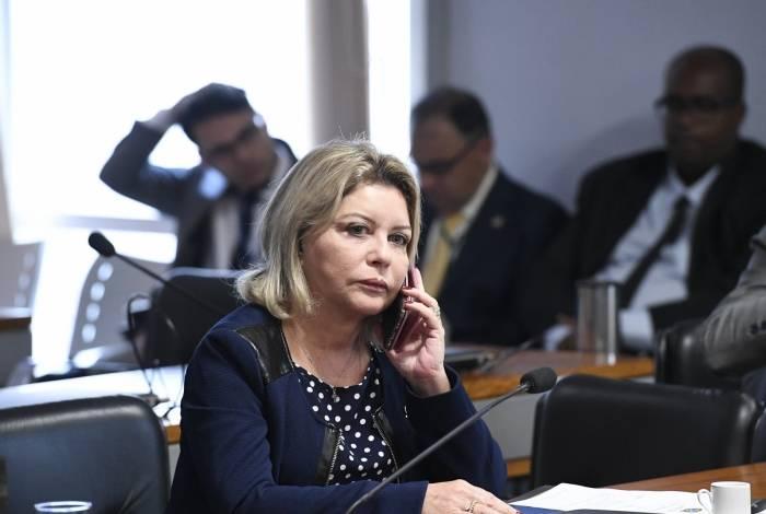 CPI de Brumadinho (CPIBRUM) ouve o ex-presidente da Vale, conforme requerimento nº 1/2019.  Em destaque, senadora Selma Arruda (PSL-MT) fala ao celular
