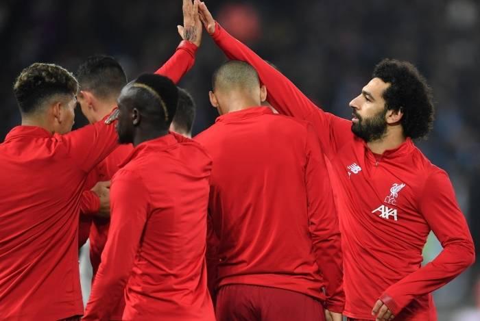Liderado por Salah (D), o Liverpool vai com força máxima ao Mundial