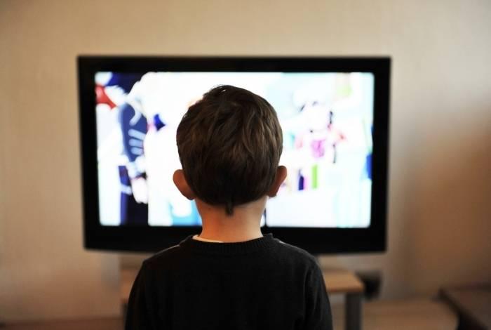 Grande bem cultural do brasileiro segue sendo a televisão, presente em praticamente todos os lares, sem distinção de raça, gênero e classe social