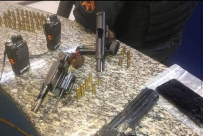 Armas apreendidas após troca de tiros