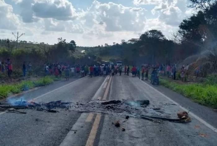 Após o atentado e mortes, índios fizeram protesto e bloquearam a BR-226 no Maranhão