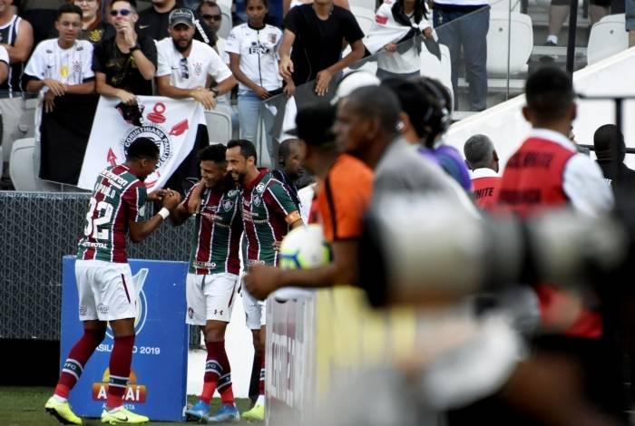 Evanilson comemora um de seus dois gols contra o Corinthians