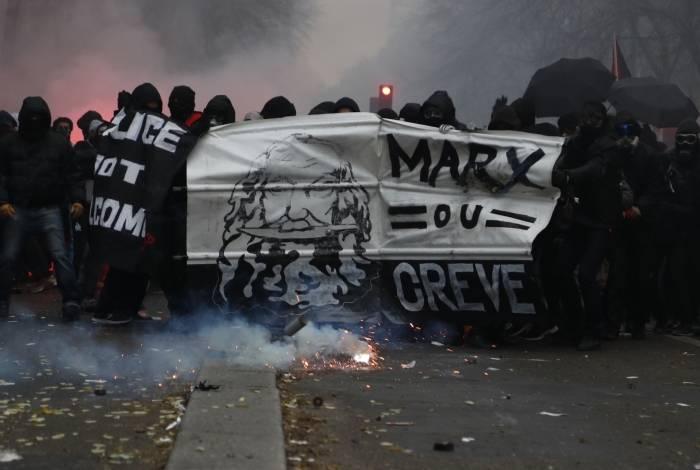 Manifestantes protestam contra a reforma da Previdência na França
