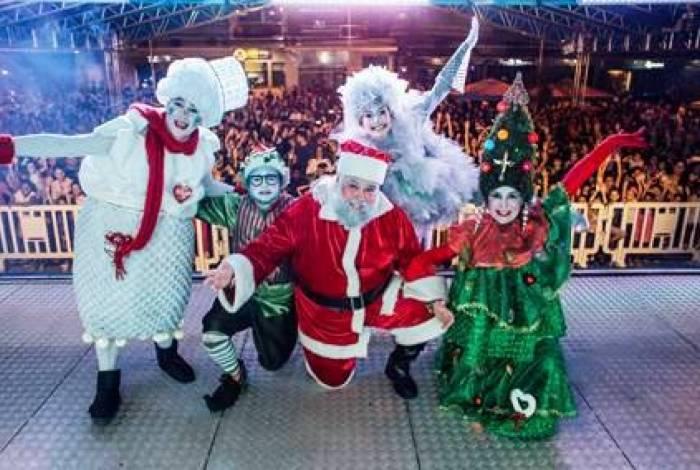 A Vila Encantada de Natal produz muita magia para tocar os corações dos moradores