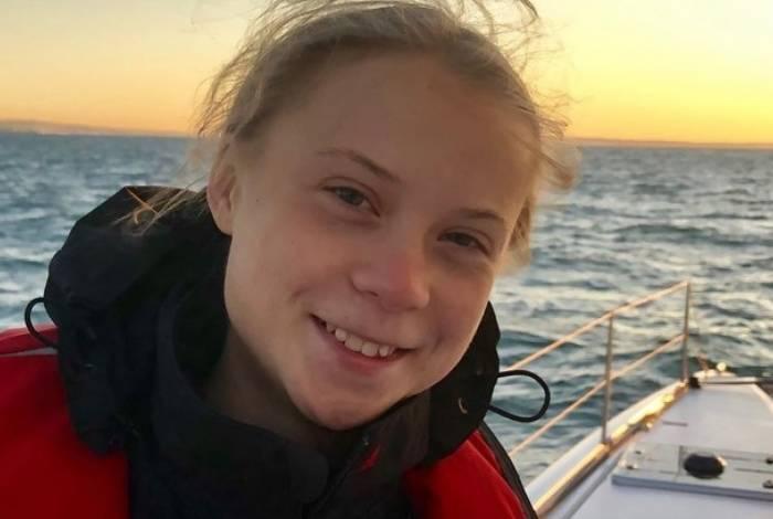 Ativista Greta Thunberg em veleiro sustentável