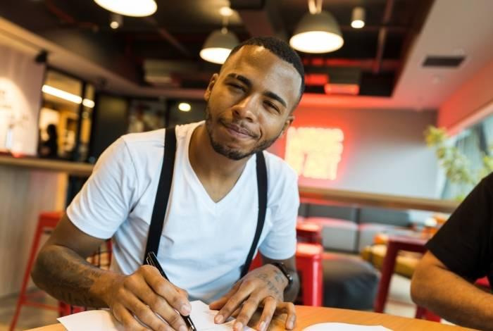 Rennan da Penha assinou contrato de cinco anos com gravadora