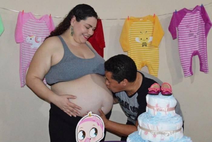Glauco Vital, 49, que recentemente realizou o sonho de ser papai, ganhou o direito à licença-paternidade para cuidar da esposa Marcela Santoro, de 34 anos e da bebê