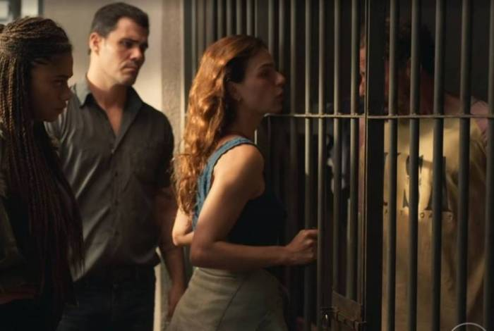 Isis Valverde xinga em cena de 'Amor de Mãe'