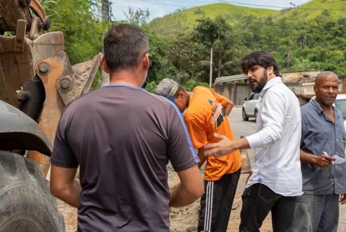Prefeito Samuca Silva e equipe de secretários foram aos bairros para avaliar serviços prioritários