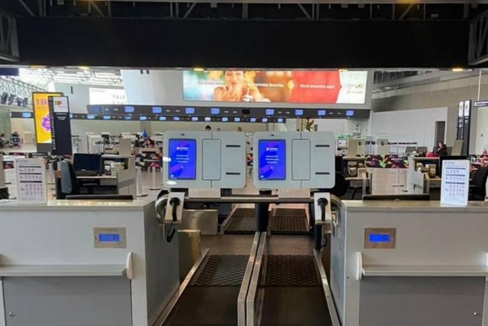 Latam implementa serviço de autoatendimento para despacho de bagagens no Galeão