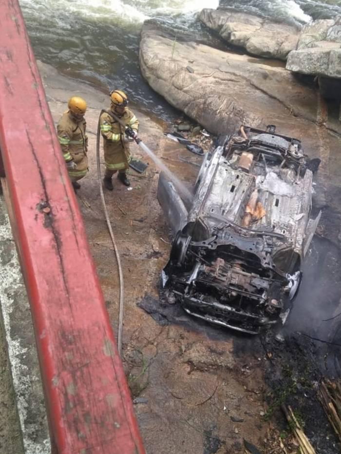 Segundo testemunhas o motorista perdeu a direção do veículo