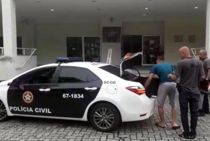 Material apreendido e detidos foram levados para a Cidade da Polícia