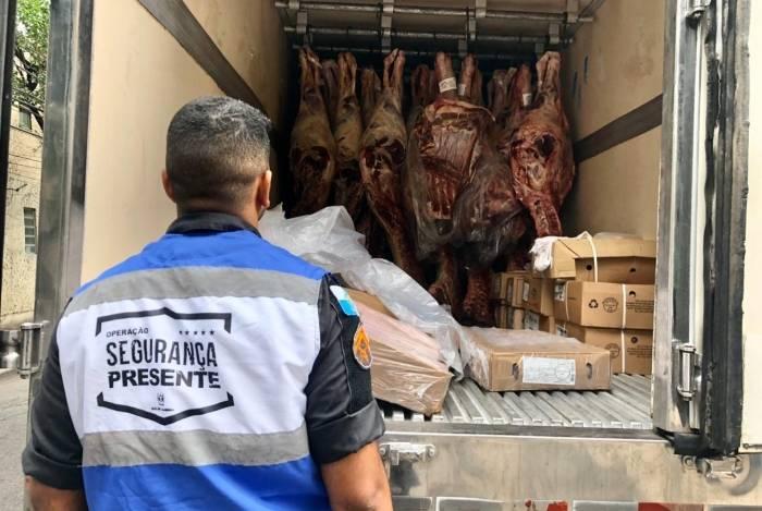 Agentes da Operação Tijuca Presente recuperam carga roubada