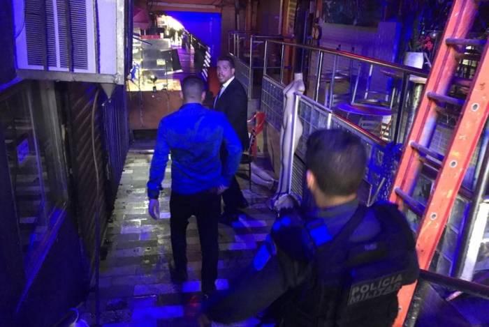 Representantes da CPI dos Incêndios e bombeiros vistoriaram os bares e casas da Vila e encontraram várias irregularidades