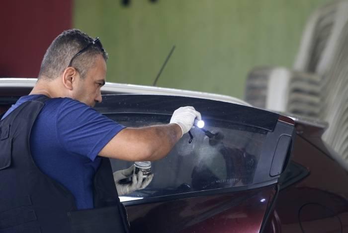 Perícia papiloscópica foi realizada na tentativa de encontrar marcas de digitais no carro do vereador