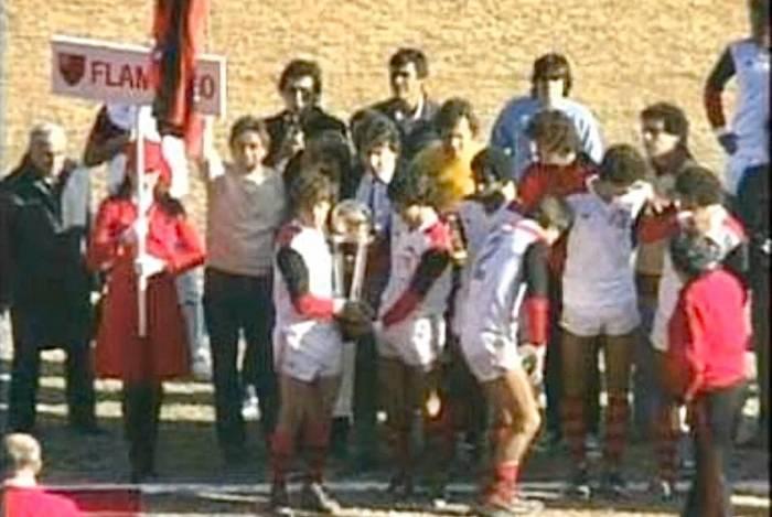 Antônio Dunshee (ao lado de Zico) e Rodrigo Dunshee, de casaco azul ao fundo da foto