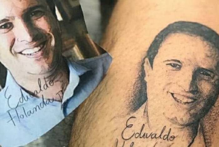 Homem tatuou foto do prefeito na perna
