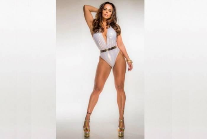 O tbt de Viviane Araújo deixou as curvas da atriz em evidência